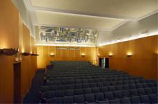 Rue Ravenstein 48-70 et Cantersteen 39-55, Bruxelles, extension du Shell Building en intérieur d'ilôt, grande salle de conférence (© ARCHistory, photo 2019)