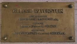 Galerie Ravenstein, Bruxelles, plaque en bronze de l'inauguration (© T. Verhofstadt, photo 2019)