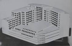 Rue Ravenstein 48-70 et Cantersteen 39-55, Bruxelles, extension du Shell Building en intérieur d'ilôt, maquette de l'extension (© Shell Echo, 1955)