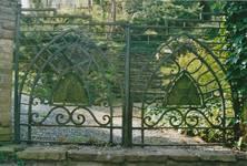 Thiriarweg 3, La Panne, Villa 'Beau-Séjour', grille d'entrée en bas du chemin (© T. Verhofstadt, photo 2001)
