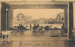 Duinkerkelaan 33, La Panne, Villa 'Chantecler' à l'arrière fond à gauche, depuis l'intérieur du Casino construit en 1922 (© Collection cartes postales, Yves Dumont - ARCHYVES)
