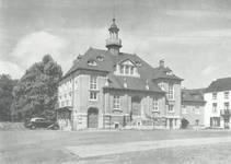 Place communale 17, Lobbes, ancienne maison communale (© Dumont, Dumont & Van Goethem, Quelques travaux d'architecture, [1939], p. 12 )