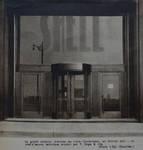 Rue Ravenstein 48-70 et Cantersteen 39-55, Bruxelles, Shell Building, entrée Cantersteen, 1934 (© Bâtir, 22, 1934)