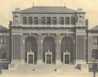 Boulevard Gustave Roulier 1, Charleroi, Université du Travail - Bâtiment Gramme, corps central avec l'entrée (© L'Emulation, 6, 1913, pl. 30)