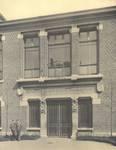 Boulevard Gustave Roulier 1, Charleroi, Université du Travail - Bâtiment Gramme, entrée secondaire (© L'Emulation, 6, 1913, pl. 31)