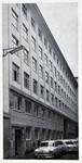 Rue Ravenstein 4, Bruxelles, siège de l'ancienne Fédération des Industries Belges - FIB, aujourd'hui FEB, façade rue des Sols en 1958 (© Habitat Habitation, 4, p. 44, 1958)